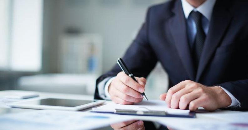 Como proceder com a revisão contratual